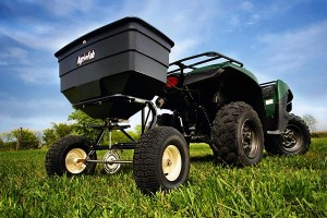 Fall Landscaping Care 6 Steps to Take Right Now-spreading fertilizer
